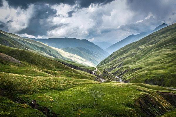 Mountain-Landscape-Setting