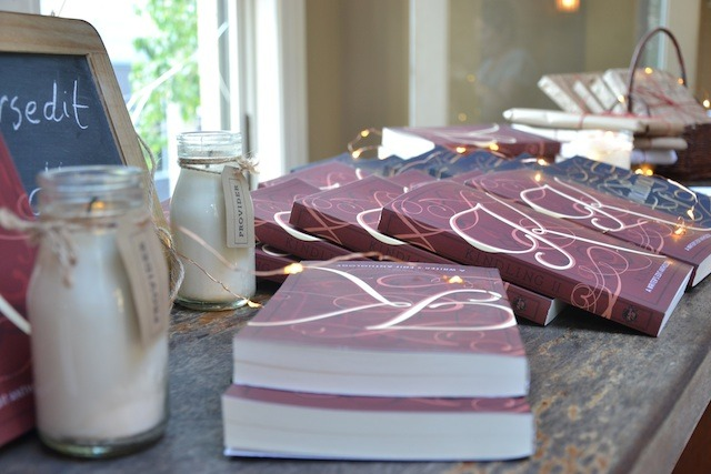 v-kindling-table-candles2