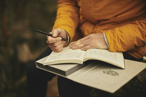 If you want to improve as a novelist, you should definitely delve into the art of the short story. Image via Unsplash