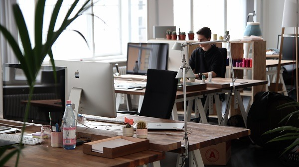 home-office-vs-coworking-space-11